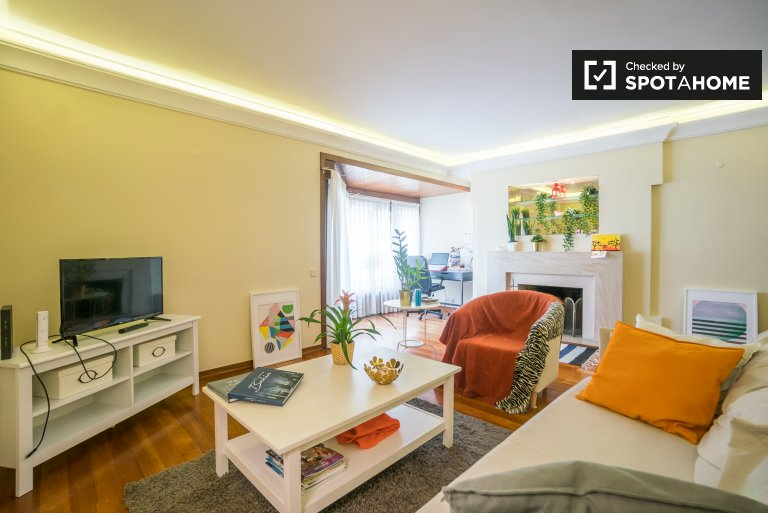 Spacious 3-bedroom apartment for rent in Lumiar, Lisbon
