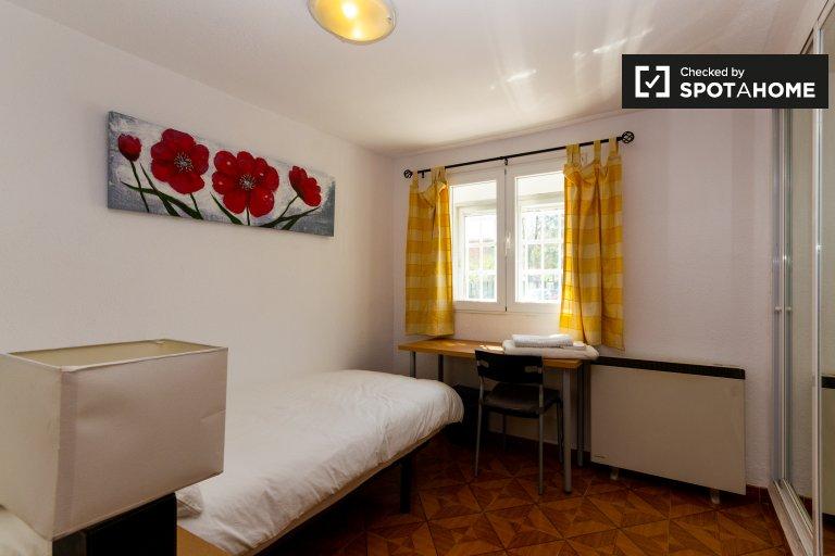 Chambre à louer dans une maison de 2 chambres à Puente de Vallecas