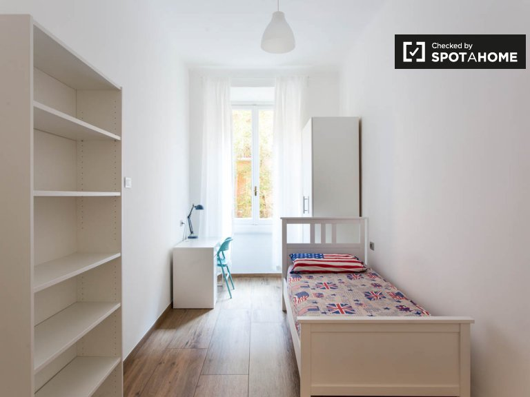 Cozy room for rent in 9-bedroom apartment in Città Studi