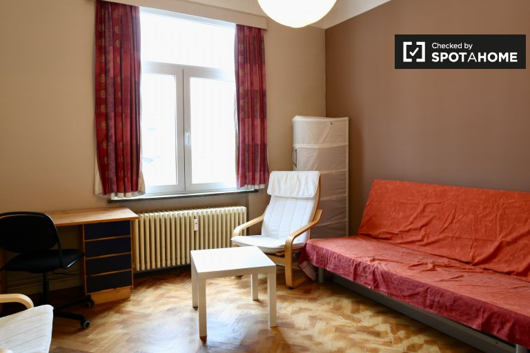 Bright room in 2-bedroom apartment in Forest, Brussels