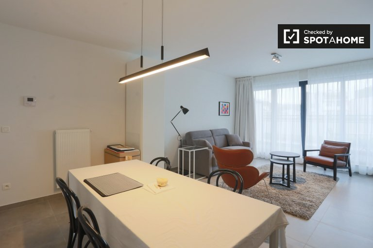 Bright studio apartment with balcony to rent in Auderghem