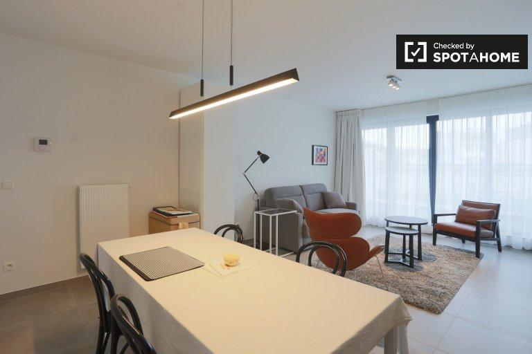 Jasny apartament typu studio z balkonem do wynajęcia w Auderghem