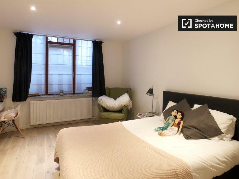 Chambre lumineuse dans un appartement partagé à Bruxelles