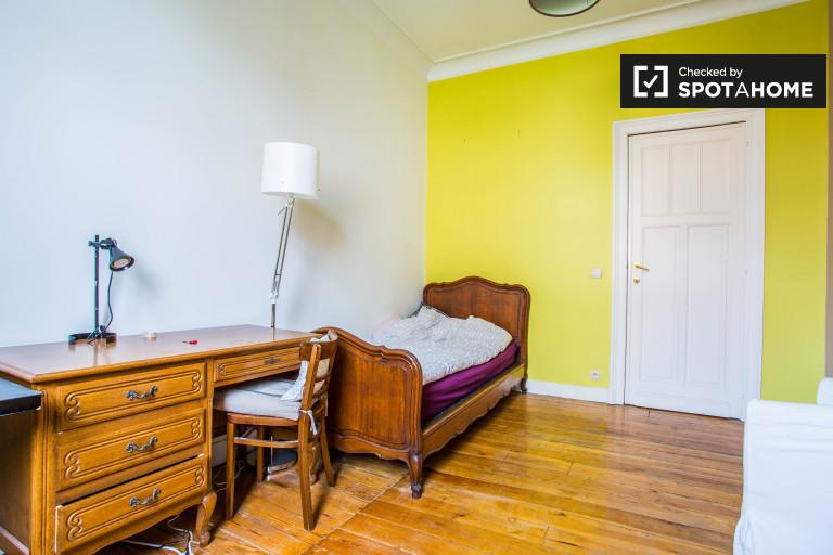 Gemütliches Zimmer in einer Wohnung in Schaerbeek, Brüssel