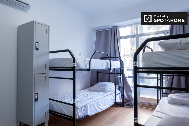 Cama para alugar em quarto compartilhado em residência em Santo António