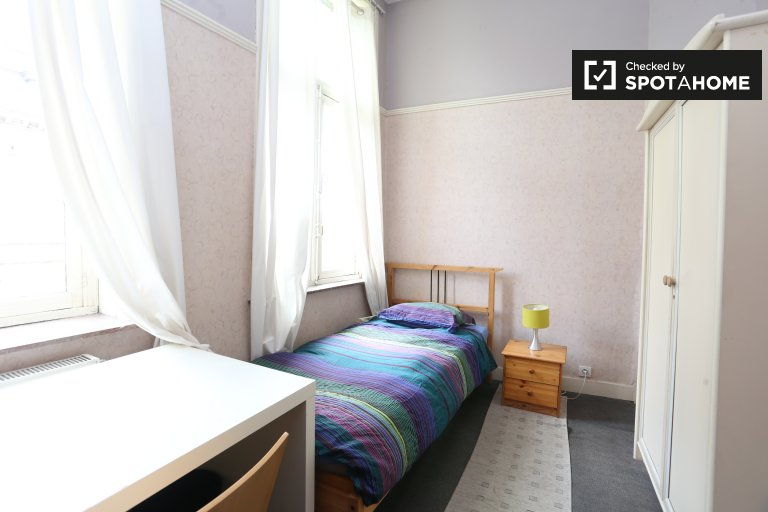 Bedroom 5 with single bed and key