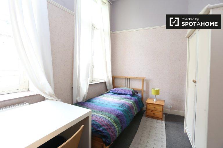 Private room in 10-bedroom apartment in Schaerbeek, Brussels
