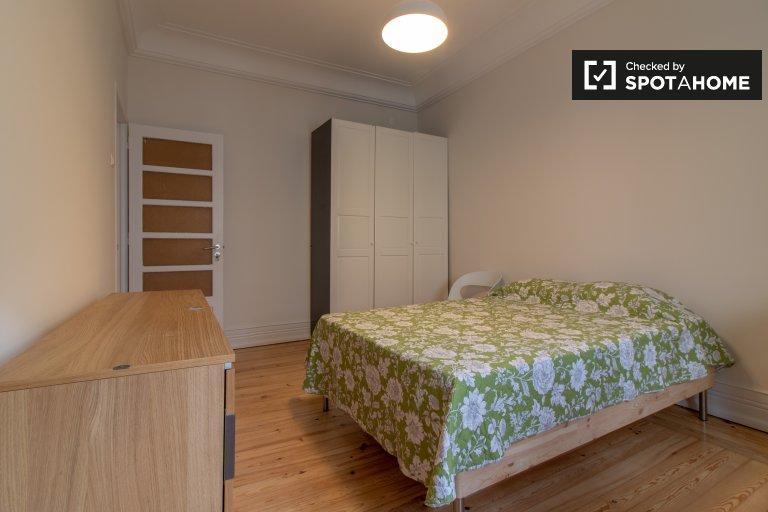 Habitación tranquila en alquiler en el apartamento de 10 habitaciones Avenidas Novas
