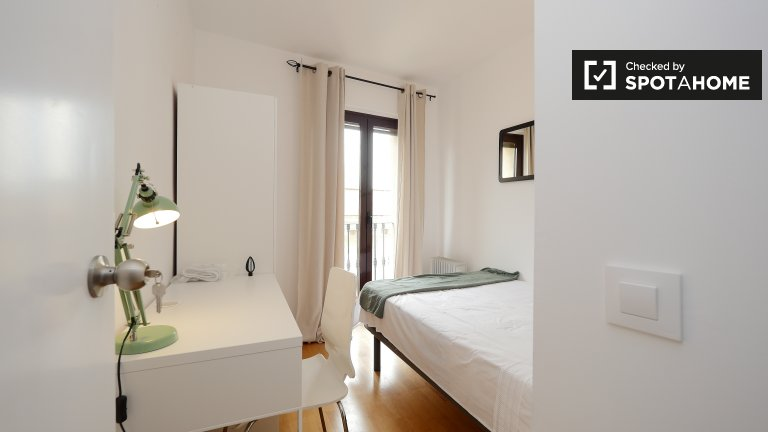 Modern room in 5-bedroom apartment in El Raval, Barcelona