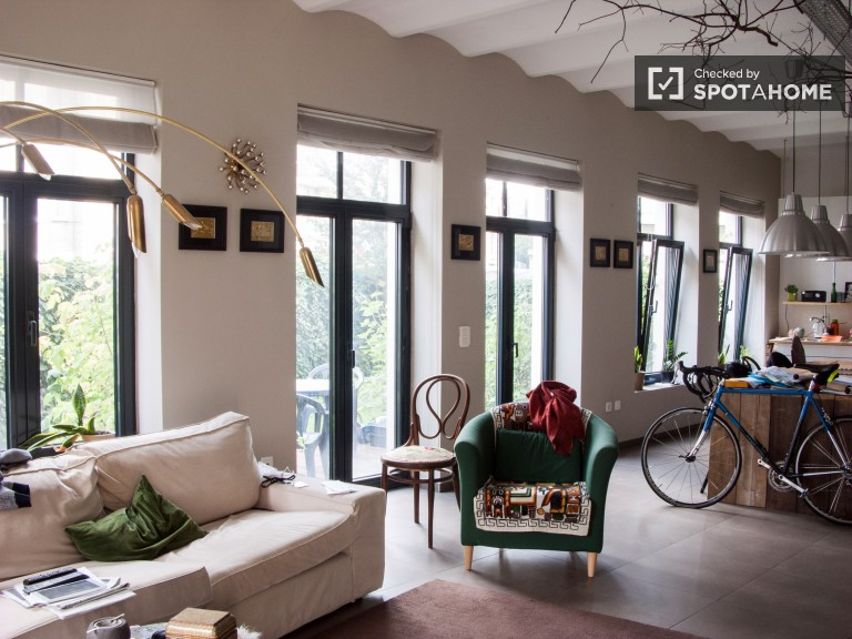 Large studio apartment with garden to rent, Laeken, Brussels