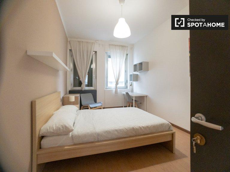 Chambre meublée à louer dans un appartement de 12 chambres à Bicocca
