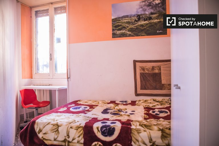 Large room in 6-bedroom apartment in Ostiense, Rome