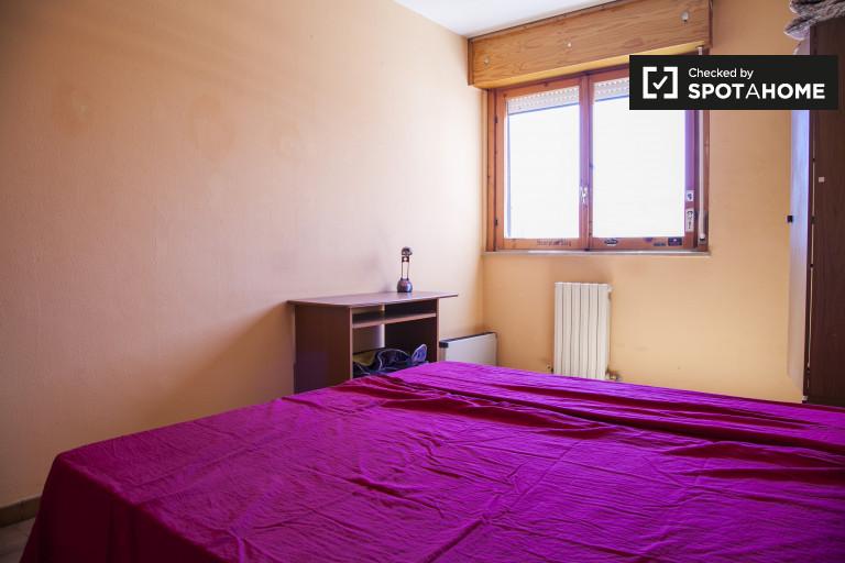 Wyposażony wspólny pokój we wspólnym mieszkaniu w Magliana, Rzym