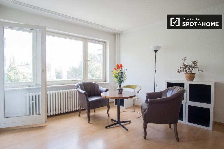 Stylish studio apartment with balcony for rent in Friedrichshain-Kreuzberg