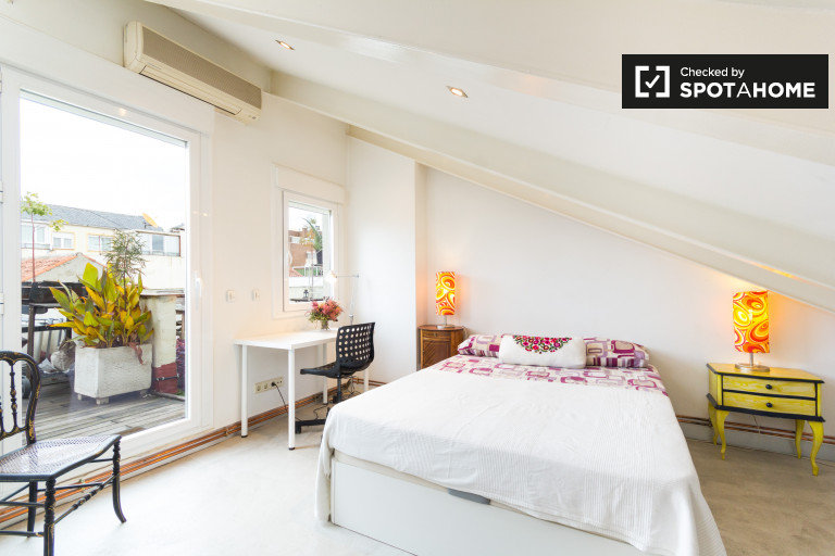 Bedroom 1 with double bed, AC, ensuite and rooftop terrace