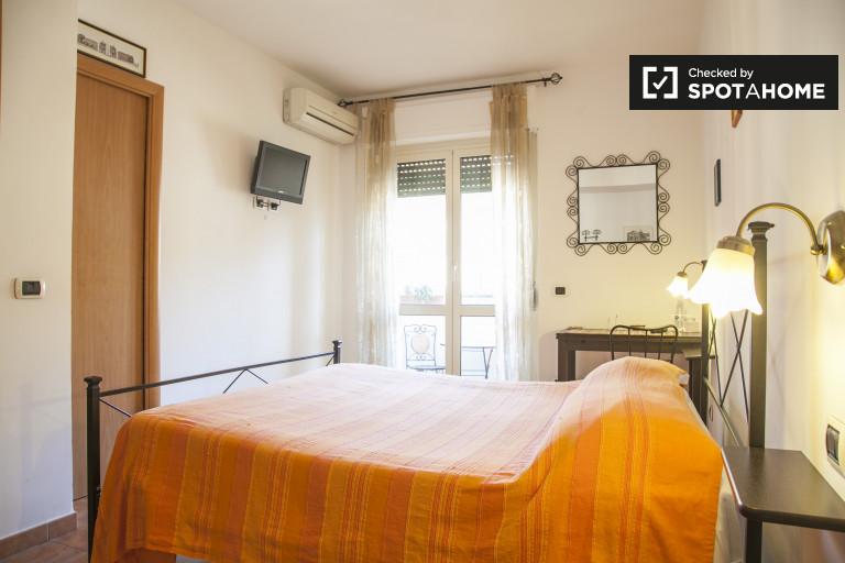 Quarto mobiliado em apartamento em Cinecittà, Roma