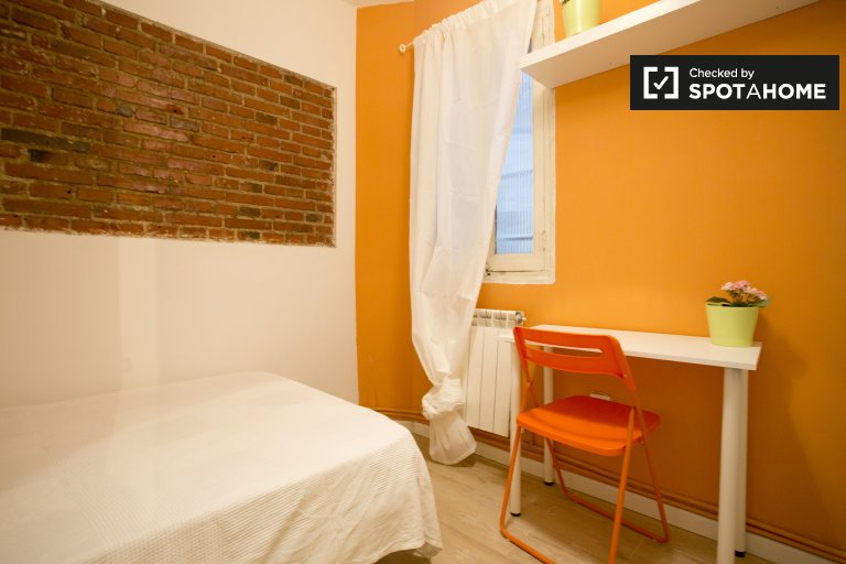Spacious room for rent in Aluche, Madrid