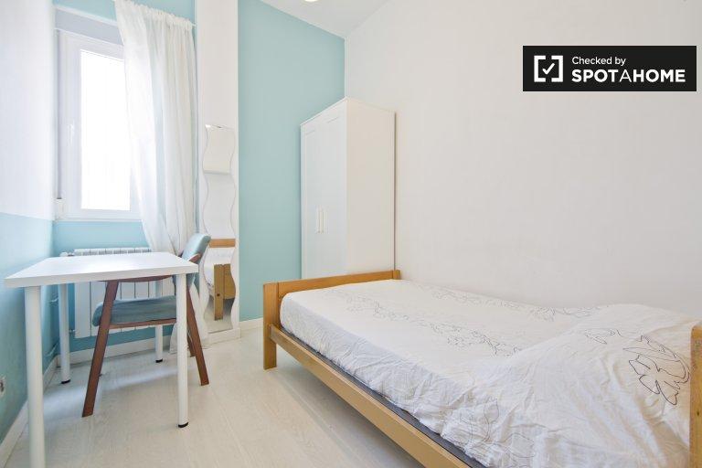 Wonderful room in apartment in Puerta del Ángel, Madrid