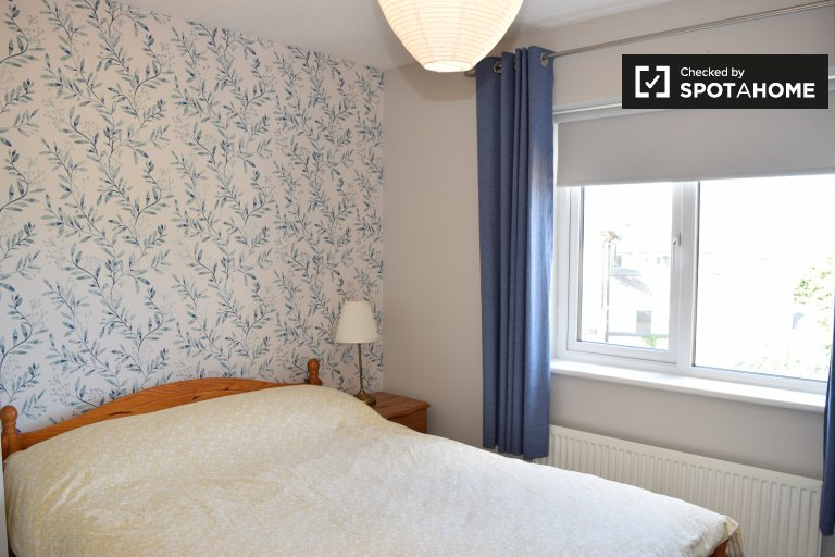 Charming room for rent in 2-bedroom flat, Kilmainham, Dublin