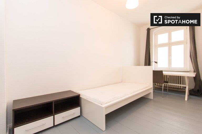 Room in apartment with 4 bedrooms in Wilmersdorf, Berlin