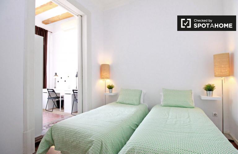 Big room in 8-bedroom apartment in Barri Gòtic, Barcelona