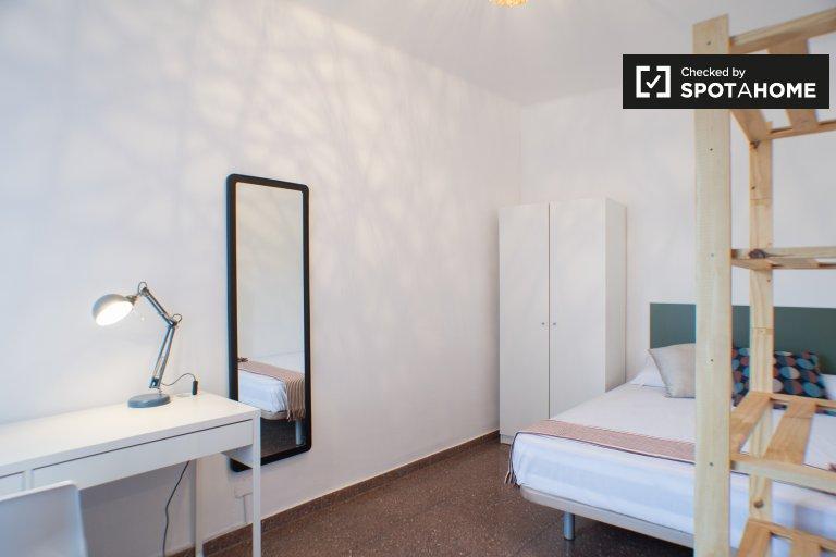 Komfortables Zimmer in 5-Zimmer-Wohnung in Gràcia, Barcelona