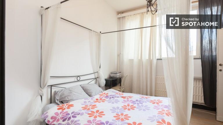 Double Bed in Ensuite rooms for rent in modern 2-bedroom apartment in Schaerbeek