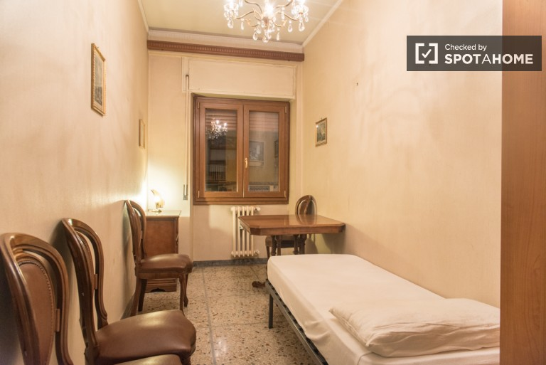 Furnished room in 2-bedroom apartment in San Giovanni, Rome