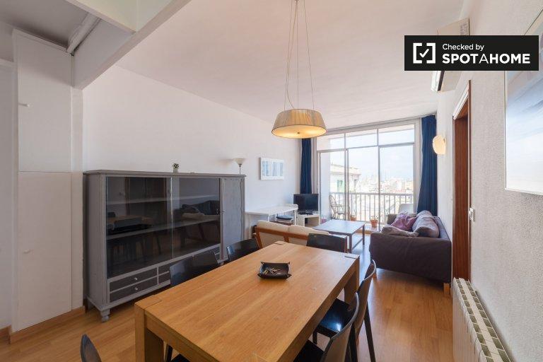 Apartamento de 4 dormitorios en alquiler en Sant Antoni, Barcelona.