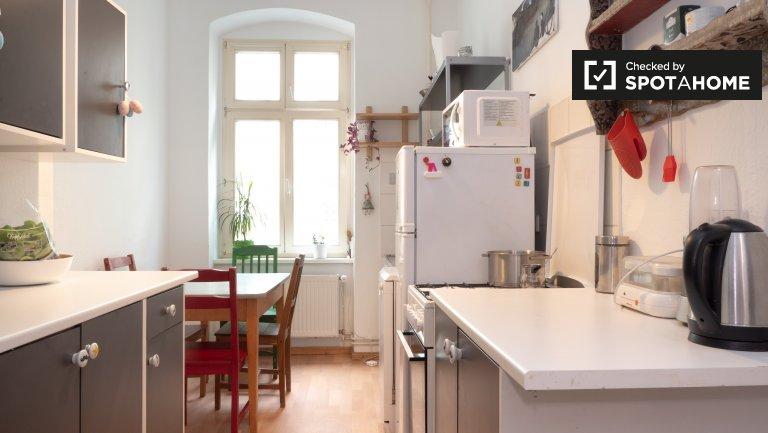 Friedrichshain, Berlin'de kiralık 3 yatak odalı daire