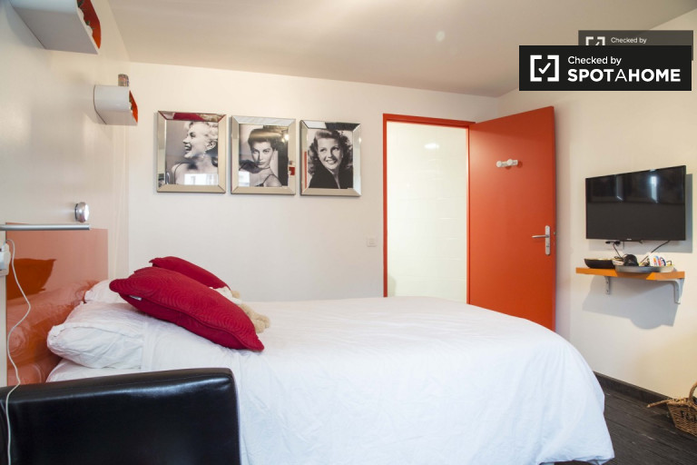Beautiful room in apartment in Monplaisir, Lyon