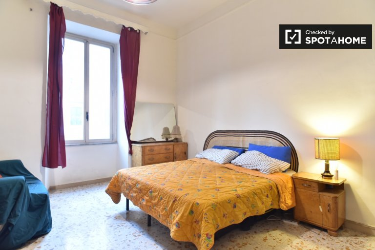 Sunny room for rent in Centro Storico, Rome