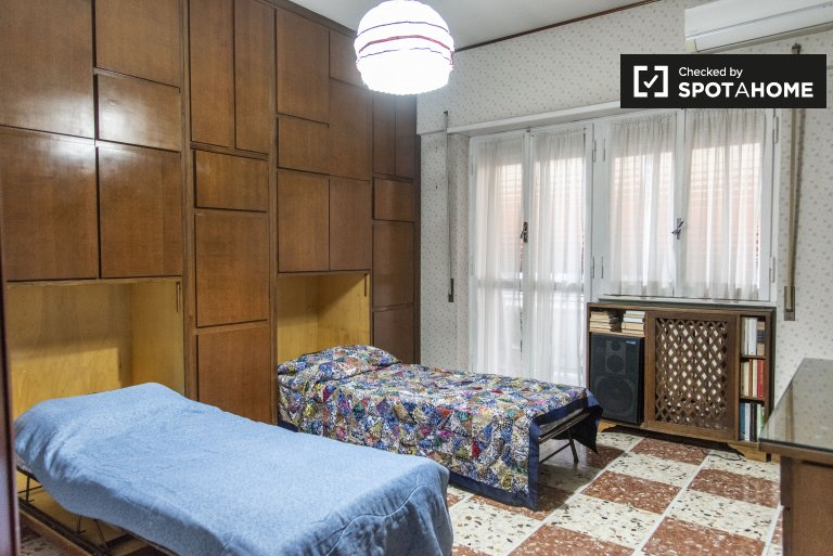 Se alquila habitación en apartamento de 3 dormitorios, Tuscolano