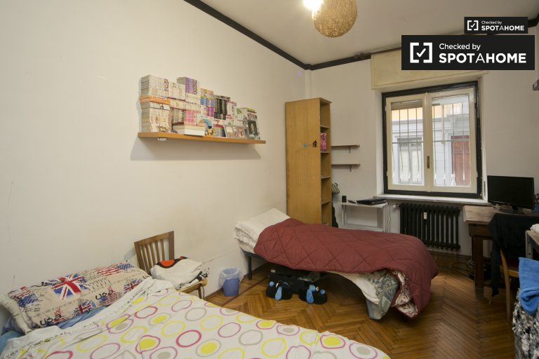 Single bed in cozy shared room for rent in Vanchiglia, Turin