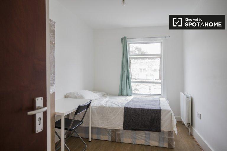 Komfortowy pokój do wynajęcia w mieszkaniu z 5 sypialniami, Acton, Londyn