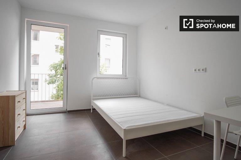 Nowoczesny pokój w czteropokojowym apartamencie w Köpenick, Berlin