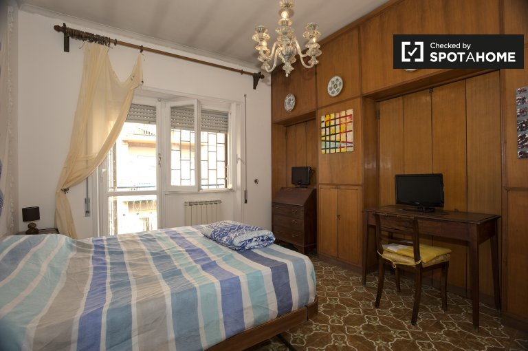 Spacious room in 2-bedroom apartment, Monteverde Nuovo