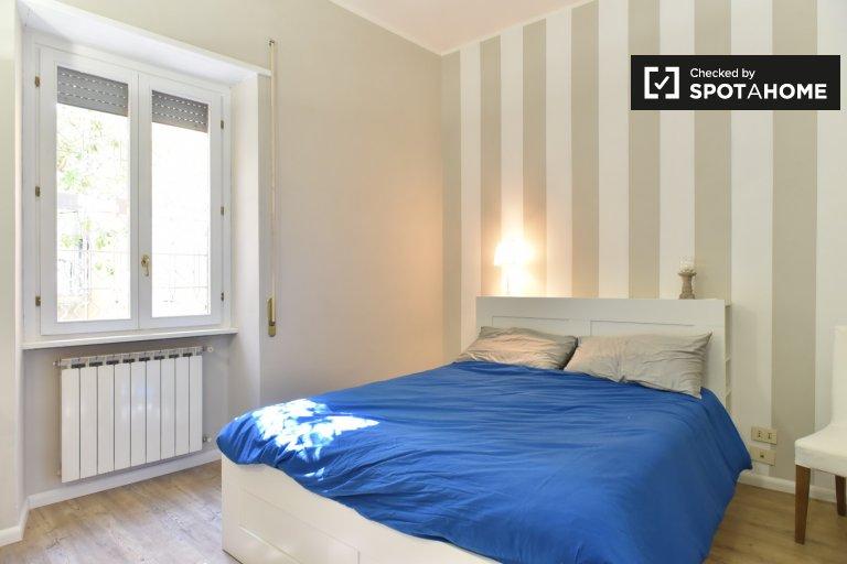 Jasny pokój w apartamencie z 2 sypialniami w Monte Sacro w Rzymie