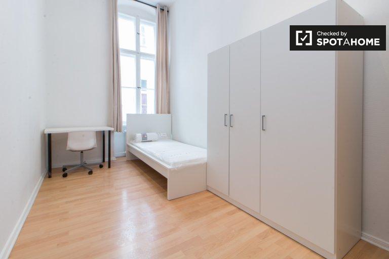 Chambre spacieuse dans un appartement de 3 chambres à Schöneberg, Berlin