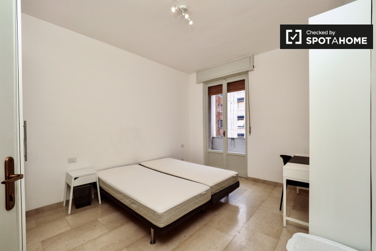 Furnished room in apartment in Lodi, Milan