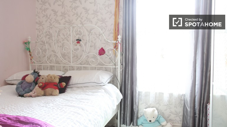 Bedroom 3 - Cosy Room With Double Bed and Storage