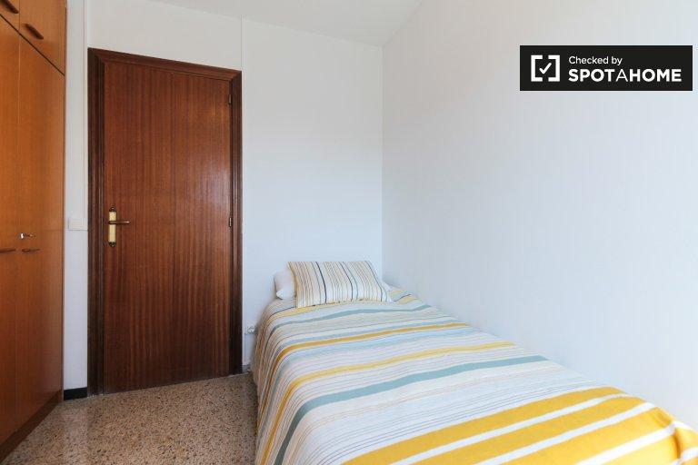 Zimmer zu vermieten in 3-Zimmer-Wohnung in Canyelles, Barcelona