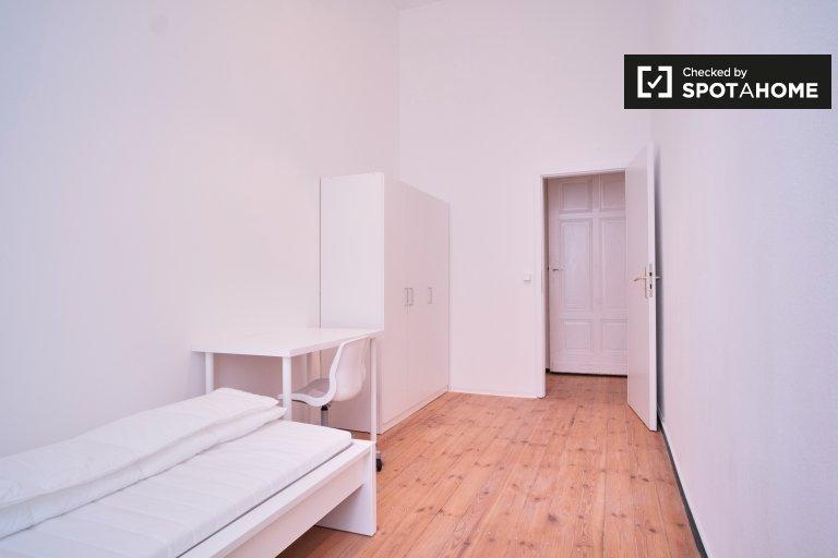 Pokój do wynajęcia w apartamencie z 3 sypialniami w Mitte w Berlinie