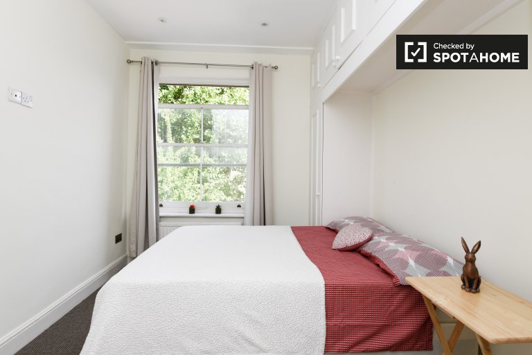 Room with storage to rent in Kensington & Chelsea, London