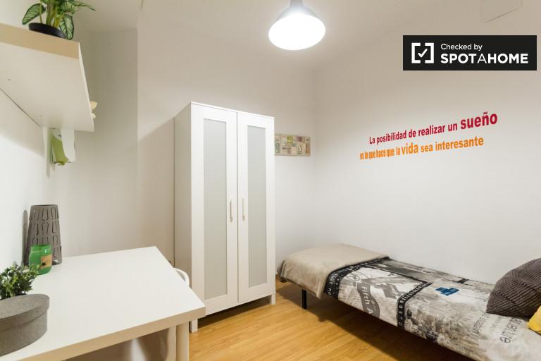 Single Bed in Almagro and Trafalgar