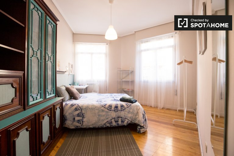 Double Bed in Rooms for rent in cozy 3-bedroom apartment in Uribarri