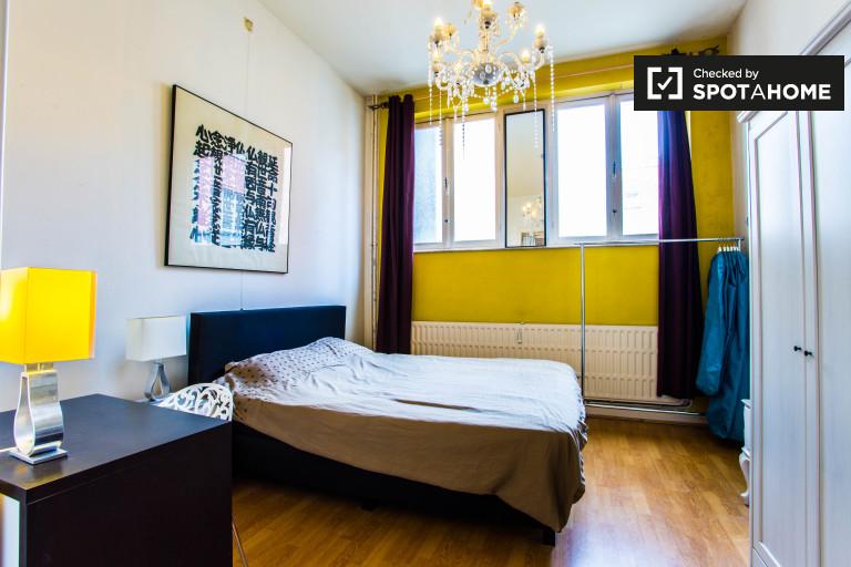 Sonniges Zimmer in 2-Zimmer-Wohnung in Schaerbeek, Brüssel