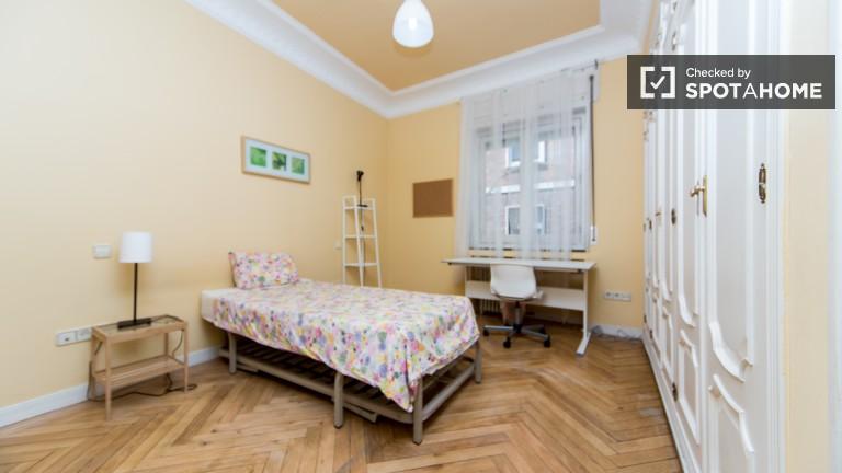 Bedroom 6 – Single with en-suite bathroom