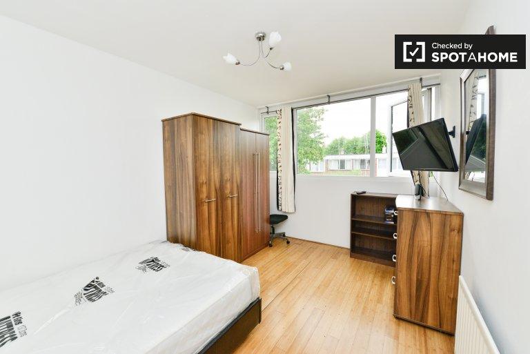Couple-friendly room in 5-bedroom houseshare in Roehampton