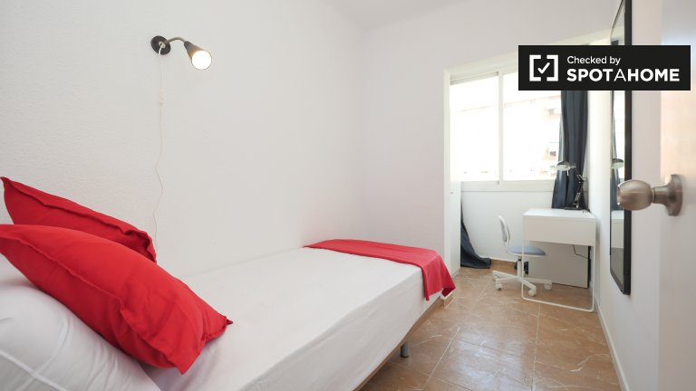 Well-lit room in 6-bedroom apartment in Poblenou, Barcelona